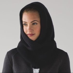 Lululemon Shakti Sherpa Snood In Black Merino Wool